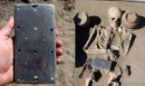 У Туві розкопали 2132-літній поховання багатої жінки з предметом, схожим на iPhone