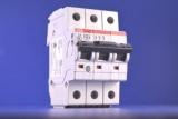 Автоматичний 3-х полюсний вимикач: області застосування, особливості монтажу, популярні бренди
