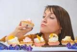 Вчені знайшли головну причину любові людини до солодкого і алкоголю